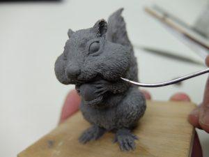 フィギュアモデラーのハンドリングを重視した使い心地の樹脂粘土